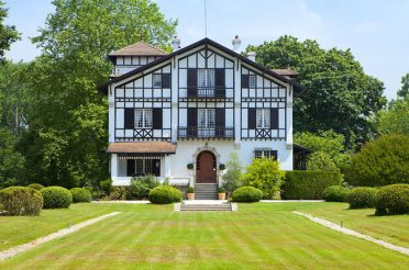 XIV STATELY COUNTRY HOUSE